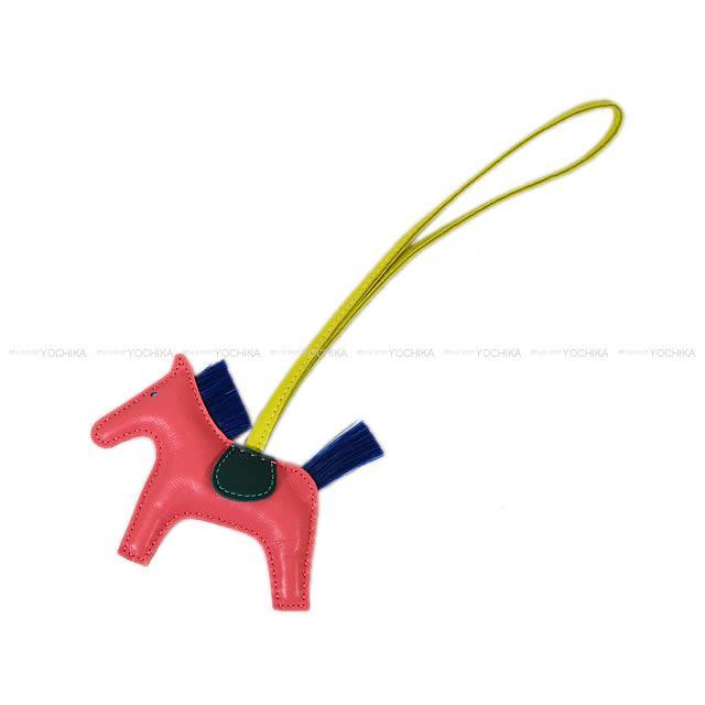 """【自分へのご褒美に★】HERMES エルメス バッグチャーム """"ロデオ/RODEO"""" PM ローズアザレXスフレXマラカイト アニューミロ(ラム)×クリノラン 新品 (bag charm """"Rodeo"""" PM Rose Azalee/Soufre/Malachite)【あす楽対応】#よちか"""