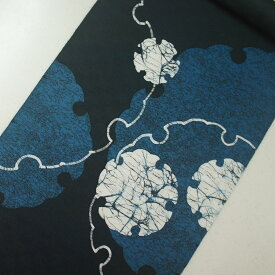 正絹紋意匠ローケツ染帯 濃い青緑地 フブキ き裂 雪輪柄