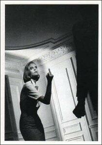 ポストカード 【モノクロ写真】「中指を立てるティナ」