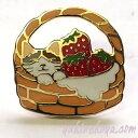 猫ピンズ いちごバスケット 三毛猫★ポタリングキャット(ピンバッチ 猫雑貨 ネコグッズ ねこ キャット)