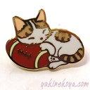 猫ピンズ ラグビーマクラ 茶トラ白猫★ポタリングキャット(ピンバッチ 猫雑貨 ネコグッズ ねこ キャット)