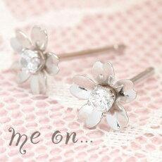 【meon...】朝露がうるむ桜の花が咲く★フラワーモチーフK10ホワイトゴールドキュービックジルコニアキャッチタイプピアス