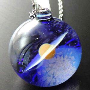 1点物、土星&地球ガラスネックレス メンズネックレス 土星&宇宙ガラスネックレス ガラスペンダント 宇宙 宇宙ガラス メンズペンダント 日本製 ハンドメイド ブランド<DEEP BLUE>【auktn】