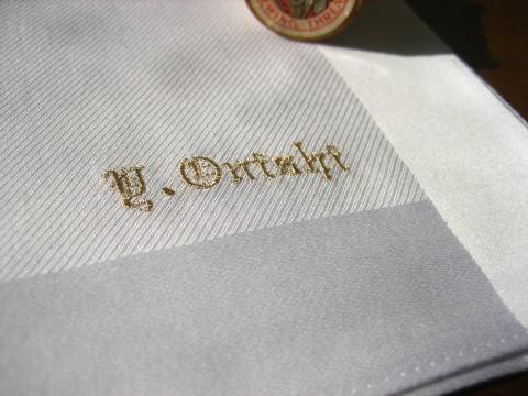 紳士フォーマルハンカチーフイニシャル 名入れ 刺繍 ハンカチ ギフト 内祝い フォーマル ブライダル のし 日本製 白 新郎 新婦 記念品 冠婚葬祭 お買い物マラソン クーポン