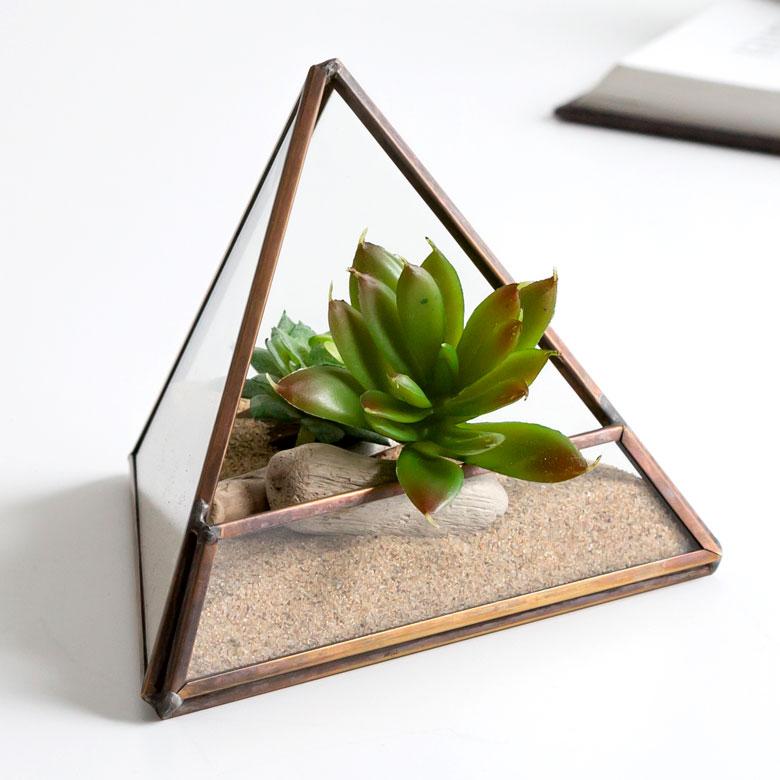 ガラスと真鍮でできた三角形のテラリウム(63100) テラリウム ガラスボックス ガラスケース 容器 三角形 トライアングル ディスプレイケース 小物入れ 小物収納