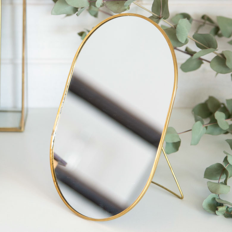 【割引クーポンあり】卓上ミラー オーバル型 真鍮フレーム [66715]【 スタンドミラー 鏡 かがみ カガミ ミラー 卓上鏡 テーブルミラー アンティーク調 コンパクト 楕円型 化粧鏡 おしゃれ 可愛い メイクアップミラー シンプル 軽量 インテリア雑貨 西海岸 】