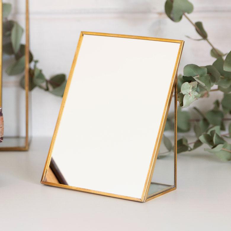 【割引クーポンあり】卓上ミラー スクエア型 Sサイズ 真鍮フレーム [66717]【 スタンドミラー 鏡 かがみ カガミ ミラー 卓上鏡 テーブルミラー アンティーク調 コンパクト 長方形 化粧鏡 おしゃれ 可愛い メイクアップミラー シンプル 軽量 インテリア雑貨 西海岸 】