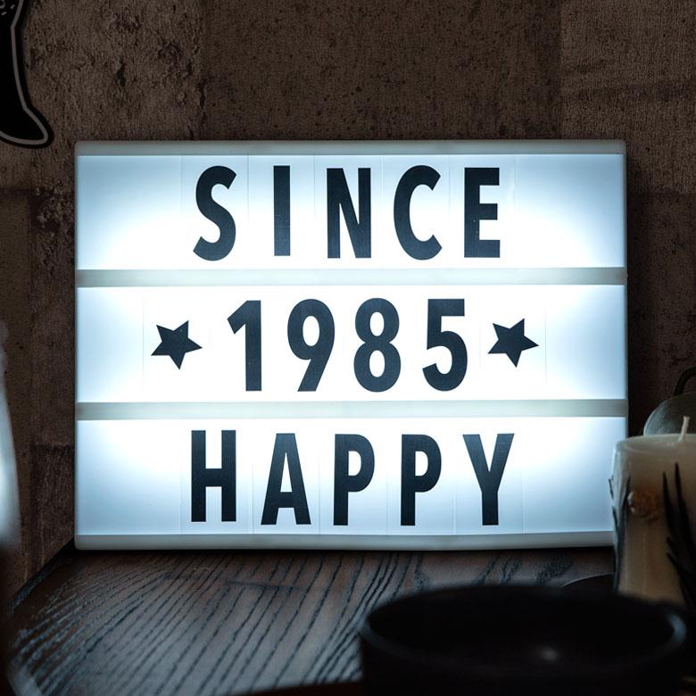 メッセージボード LEDライトボックス 壁掛け 吊り下げ可 約30×約22cm ホワイト[66723]【 サインボード ウェルカムボード メニューボード シネマボード 文字パーツ アルファベット 英語 数字 パーツ 記号 黒 黒文字 シンプル アメリカン おしゃれ ショップ 】