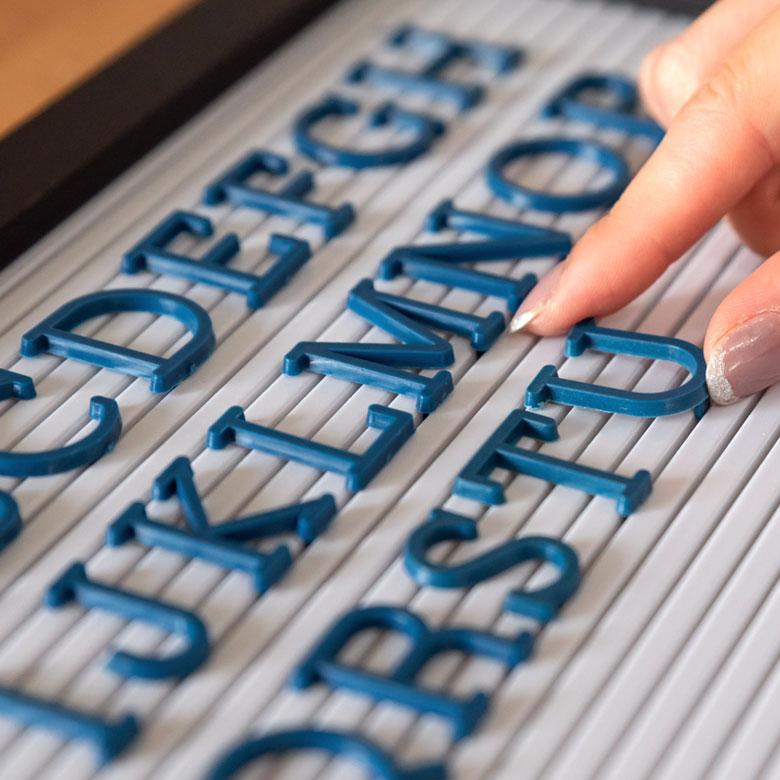 レターボード用文字パーツ アルファベット 191ピース (ネイビー)[66753]【 文字パーツ 英語 数字 パーツ 記号 青 ブルー カラー レターボード メニューボード シンプル ポップ サインボード アメリカン おしゃれ ショップ ホテル 】