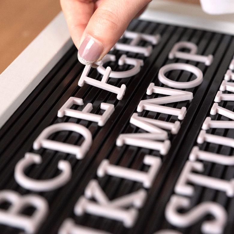 レターボード用文字パーツ アルファベット 191ピース (グレー)[66754]【 文字パーツ 英語 数字 パーツ 記号 カラー レターボード メニューボード シンプル ポップ サインボード アメリカン おしゃれ ショップ ホテル 】