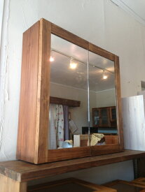 洗面収納棚・二枚合わせ鏡☆ウォルナット色☆ミラーキャビネット