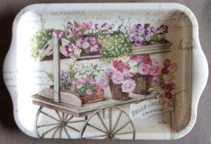 小さなトレーフルール街角にいるお花屋さん?それともどなたかの庭?色々な花があでやかです心和む花いっぱいの柄ガーデンパーティーに似合います小さなトレーは小物入れやスナック入