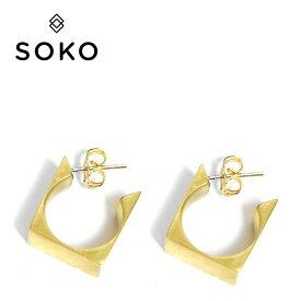 【待望の最新作】≪SOKO≫ ソコスクエア ボックス フープ ゴールド ピアス DIMENSIONS MINI HOOP EARRINGS (Gold)【レディース】 ワンマイルコーデ
